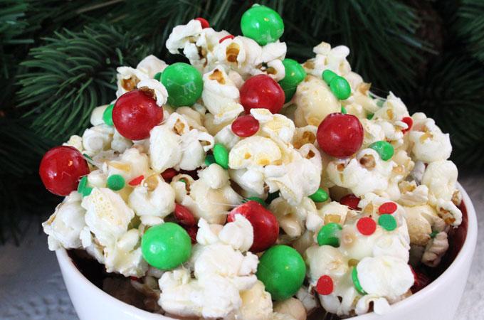 santa-crunch-christmas-popcorn-main